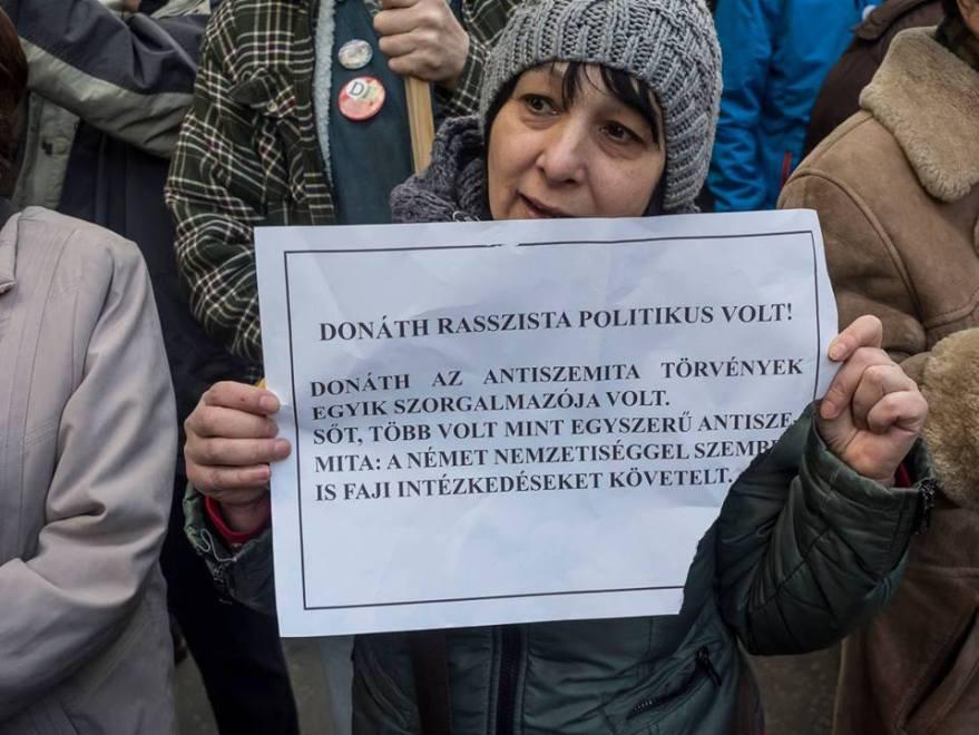 b8f75902ce Magyarország a napokban adta át a Nemzetközi Holokauszt-emlékezési  Szövetség soros elnökségét Romániának. A kormányzat emlékezetpolitikájának  legfőbb ...