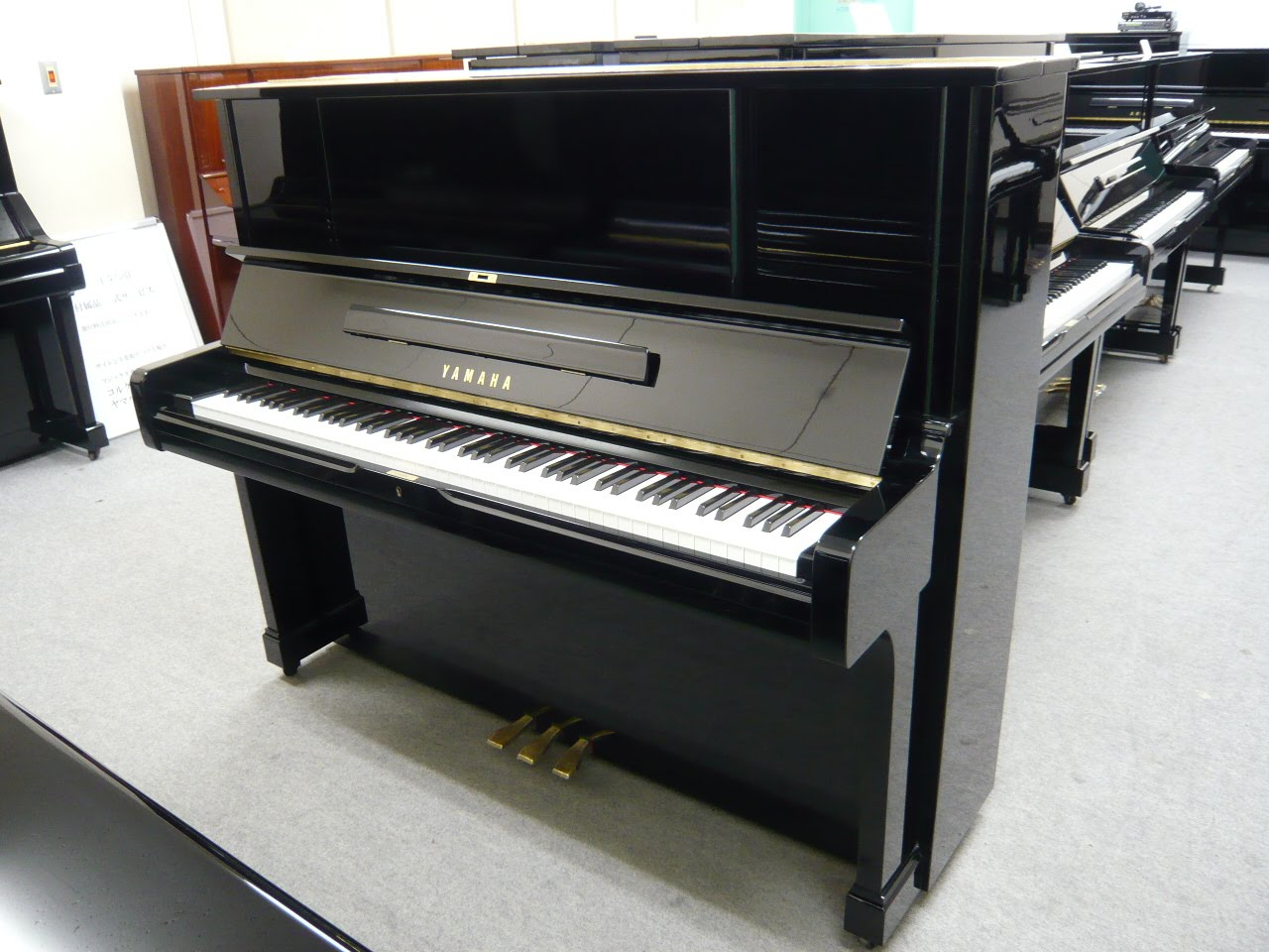 dan piano yamaha ux-2