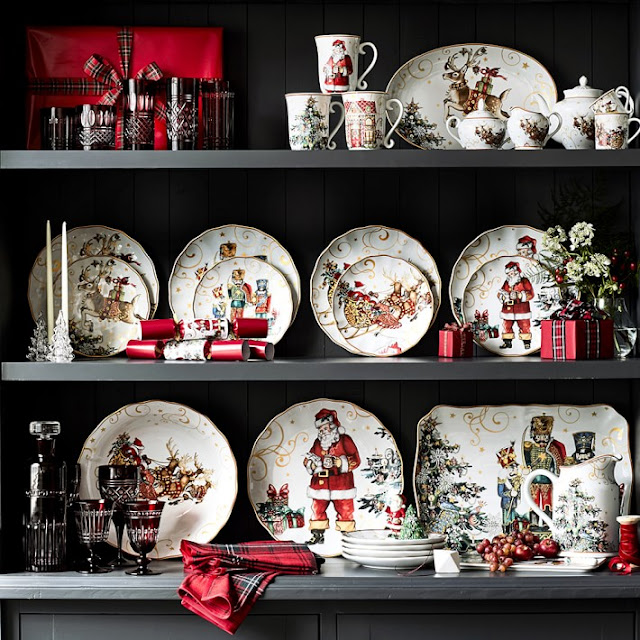 Williams Sonoma Christmas Plates.Pine Cones And Acorns Williams Sonoma Christmas Plates