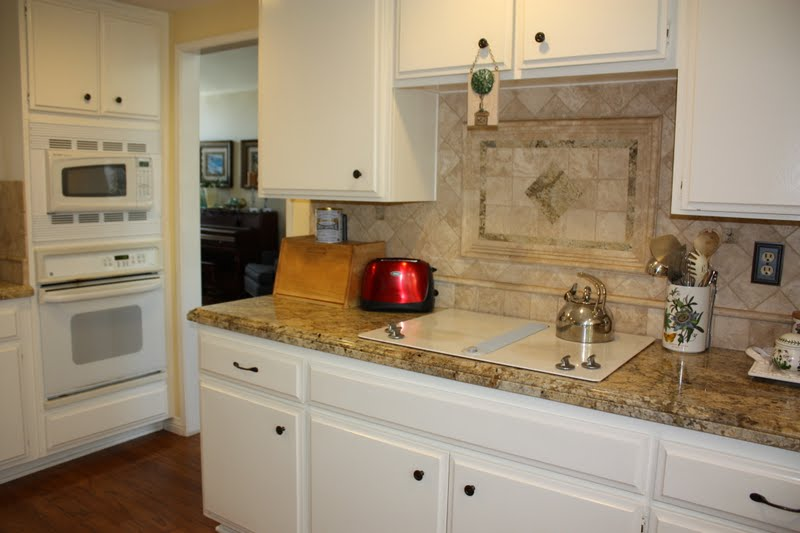 White appliances white cabinets house furniture for Kitchens with white appliances