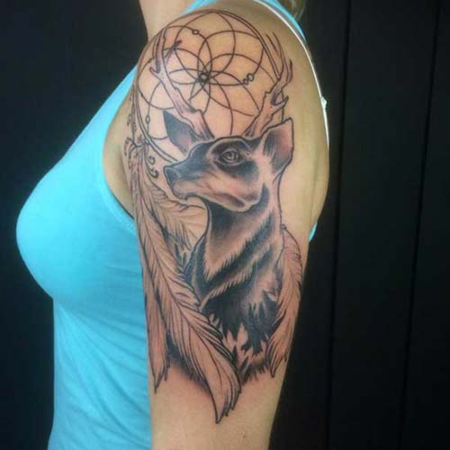 kadın üst kol geyik dövmesi woman upper arm deer tattoo
