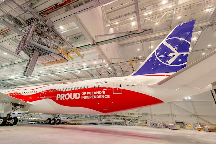 LOT, Boeing 737 MAX-8 w biało-czerwonych barwach, lot linie lotnicze, LOT barwy samolotu, LOT malowanie samolotów, linie lotnicze, LOT Dumni z Niepodległości Polski, PLL LOT Niepodległość