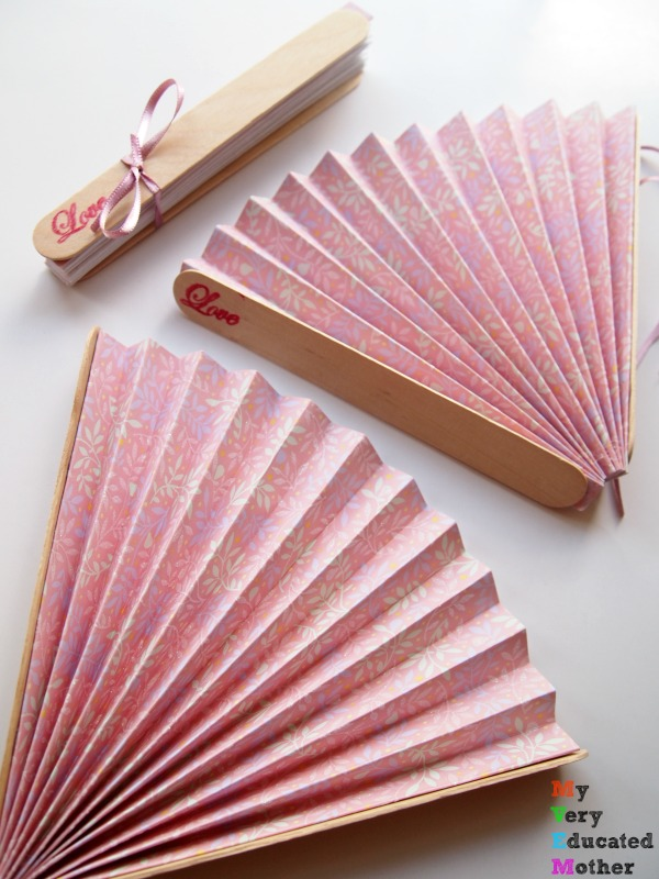 Your wedding guests will love these fans! #DIY #wedding #crafts #summertime