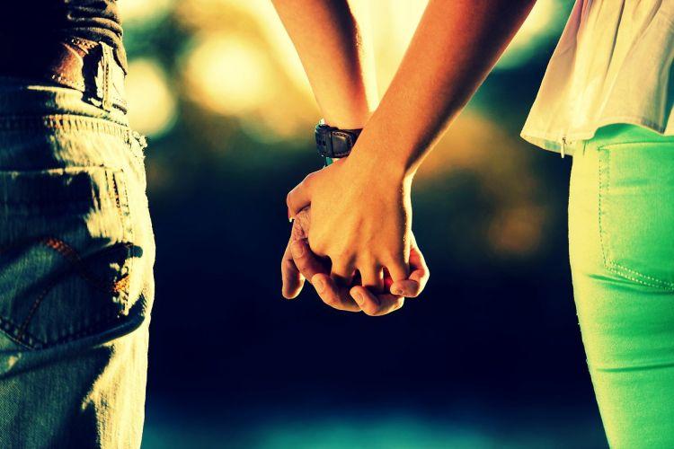 Orang-orang yang Menjalin Cinta dengan Pacar Bukan Manusia