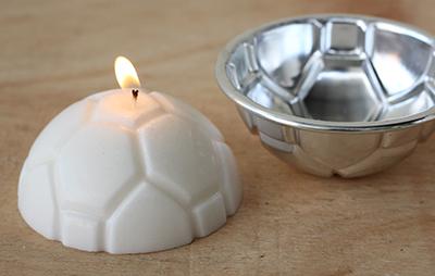 Lilin hias bentuk bola dicetak dari cetakkan logam f74c5d8264