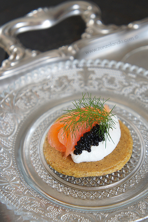Bliny con salmone finger food per aperitivi antipasti ricetta natalizia - buckwheat pancakes smoked salmon recipe apetizer blinis
