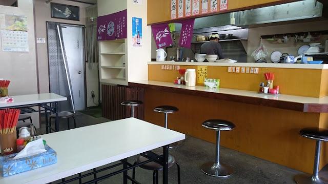 沖縄そば 鶴亀の店内の写真
