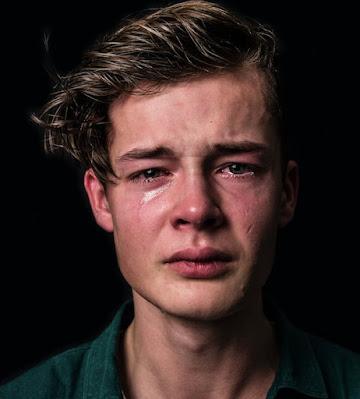 صور رجال حزينة جدا