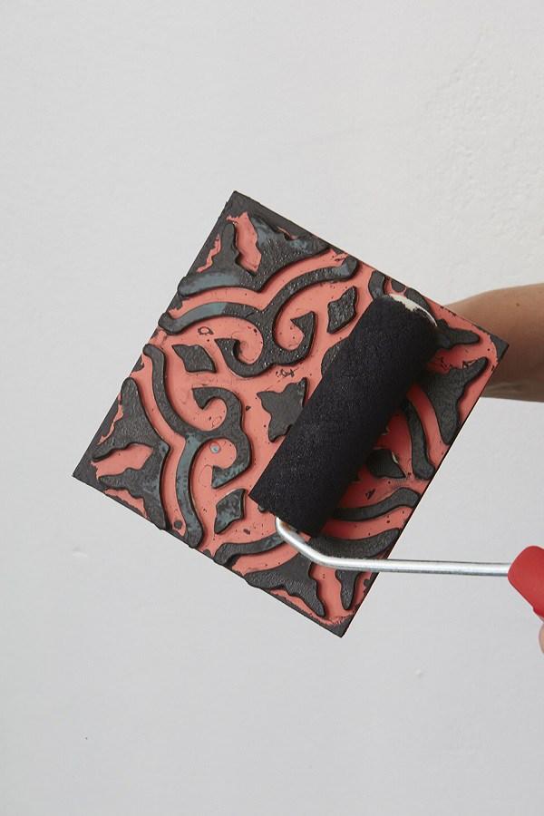 Cómo estampar las baldosas de tu baño
