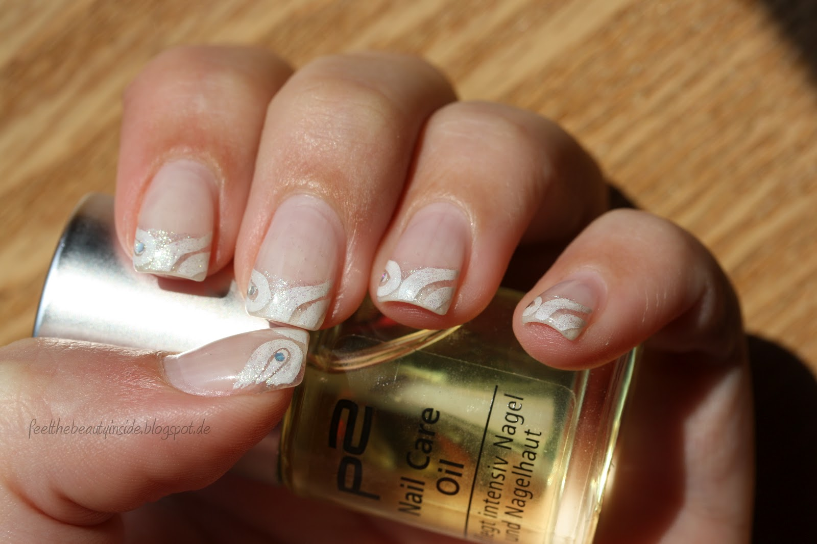 Nailhilism Nageldesign French Weiss Glitzer