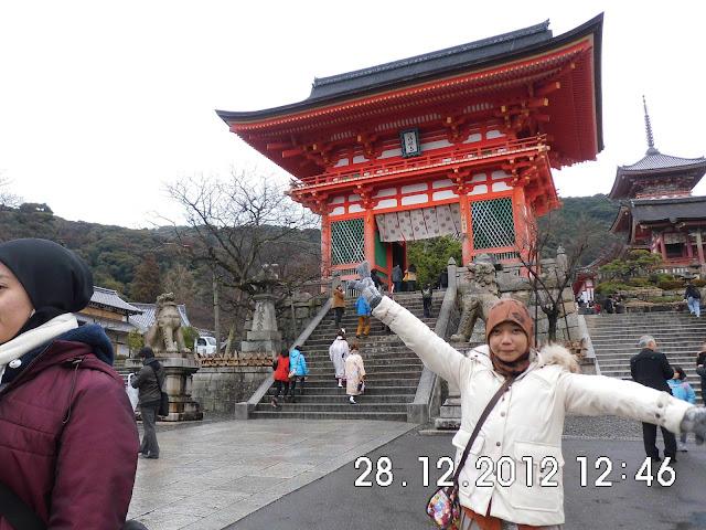 salah satu kuil terkenal di kyoto