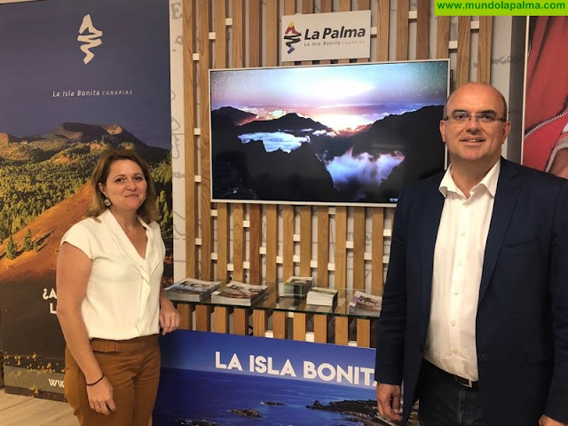 La Palma despliega sus atractivos como destino de experiencias en la tienda de la agencia de viajes Pangea de Madrid