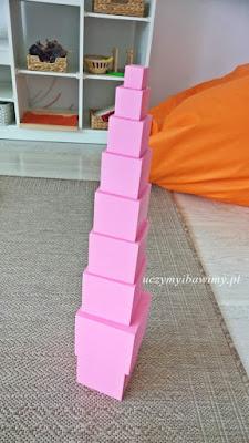 różowa wieża - Montessori