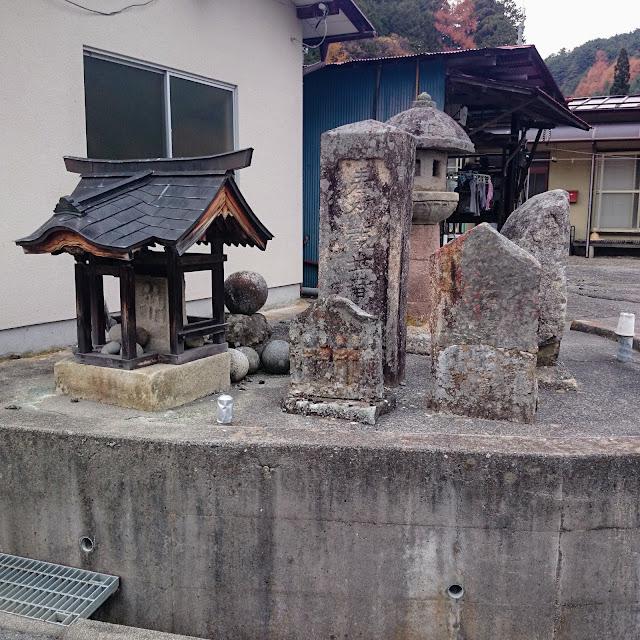 黒平 道祖神 丸石
