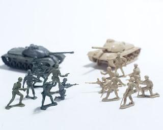 軍事作戦を練って戦う人形