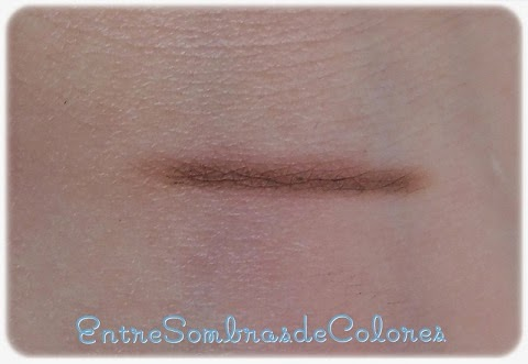 swatch lápiz cejas Essence