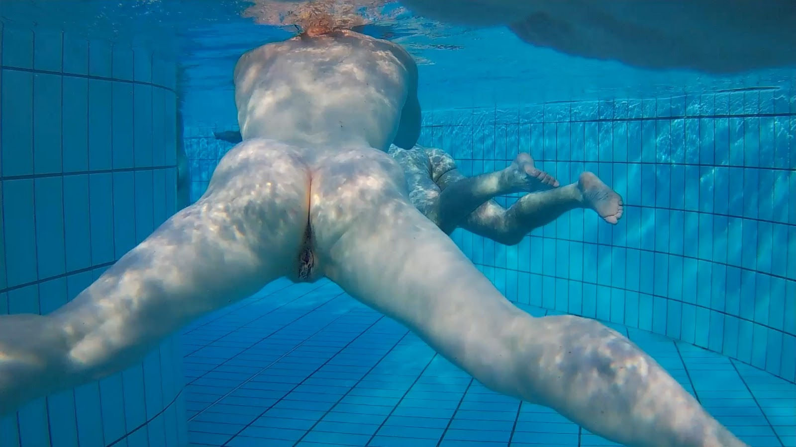 Watch this underwater upskirt hotttttttttt