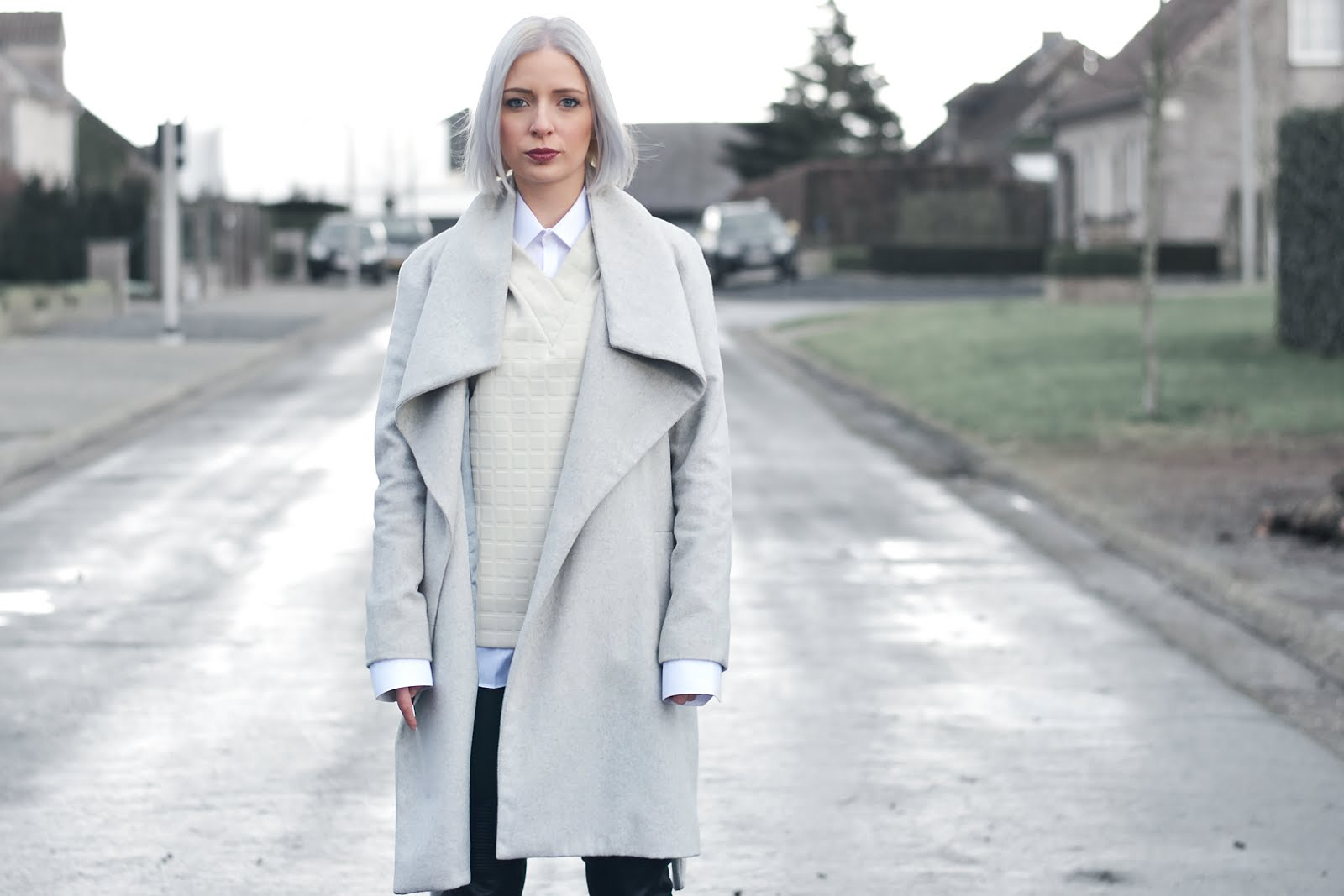 Preppy outfit, mango grey coat, & other stories boxy top, primark white shirt, zara leather biker trousers, zippers, silver shoes, zalando, trends 2016, street style, belgian fashion blogger, belgische mode blogger
