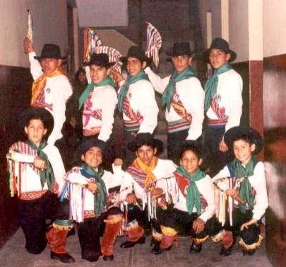 Foto de personas con vestimenta de La Jija