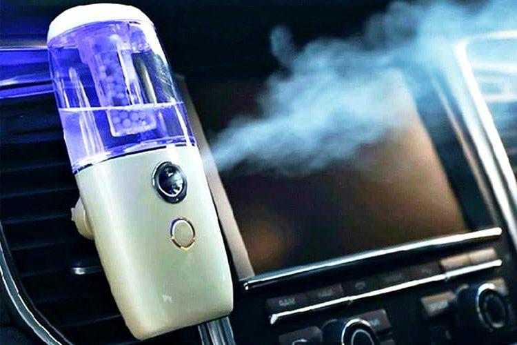 Aracınızın hoş kokması için karbonat ve bitki özü karışımlarından güzel parfümler yaşabilirsiniz.