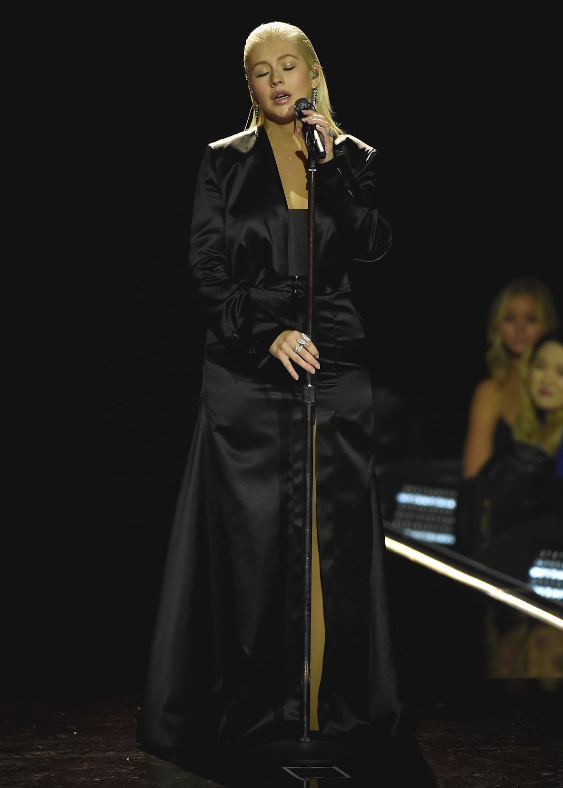 Photos of Christina Aguilera Performs at 2017 American Music Awards in Los Angeles