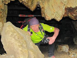 Wejście do sztolni wygląda jak wejście do jaskini.