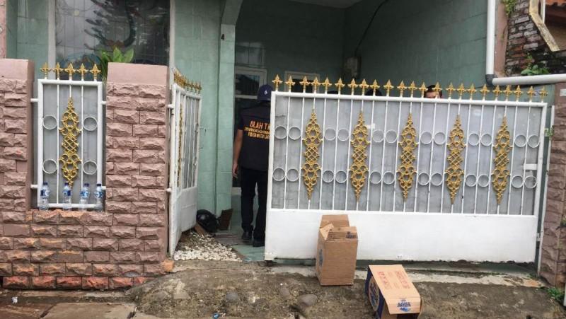 Polisi menggeledah rumah Firza