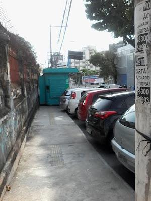 A barraca no passeio da Rua Vieira Lopes ainda não foi removida