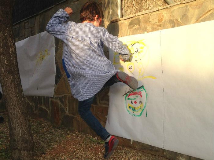 Expresar emociones a partir de música, pintura y cuentos. Educación emocional. Bailando y pintando la alegría