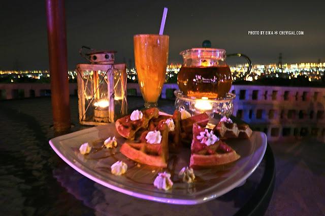 IMG 2586 - 台中沙鹿│向海咖啡屋*夢幻紫色玻璃貨櫃屋。咖啡與旋律伴你欣賞星光夜景