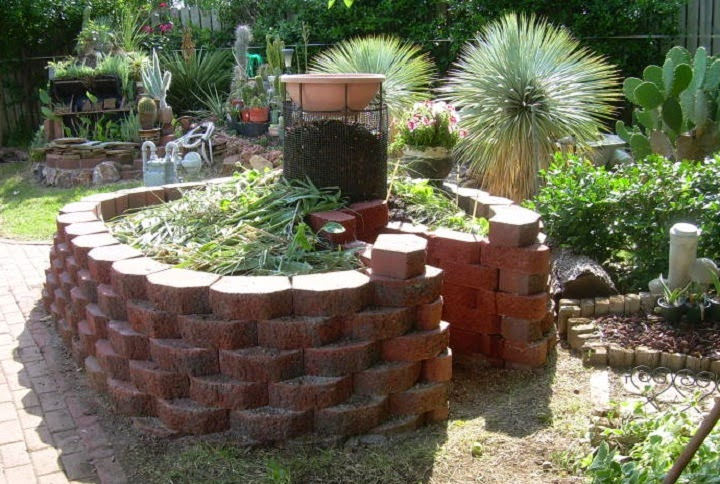 How To Build A Keyhole Garden Do It Yourself Ideas And