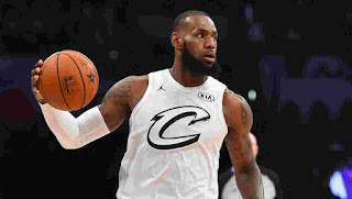 Lebron James holding ball in All-Star Game 2018