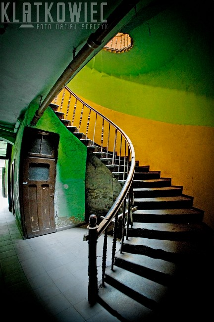 Ziębice. Kamienica. Klatka schodowa. Kręcone schody.