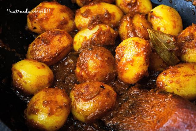 spicy Rastar Moto Aloor Dom / Street Style Dum Aloo recipe and preparation