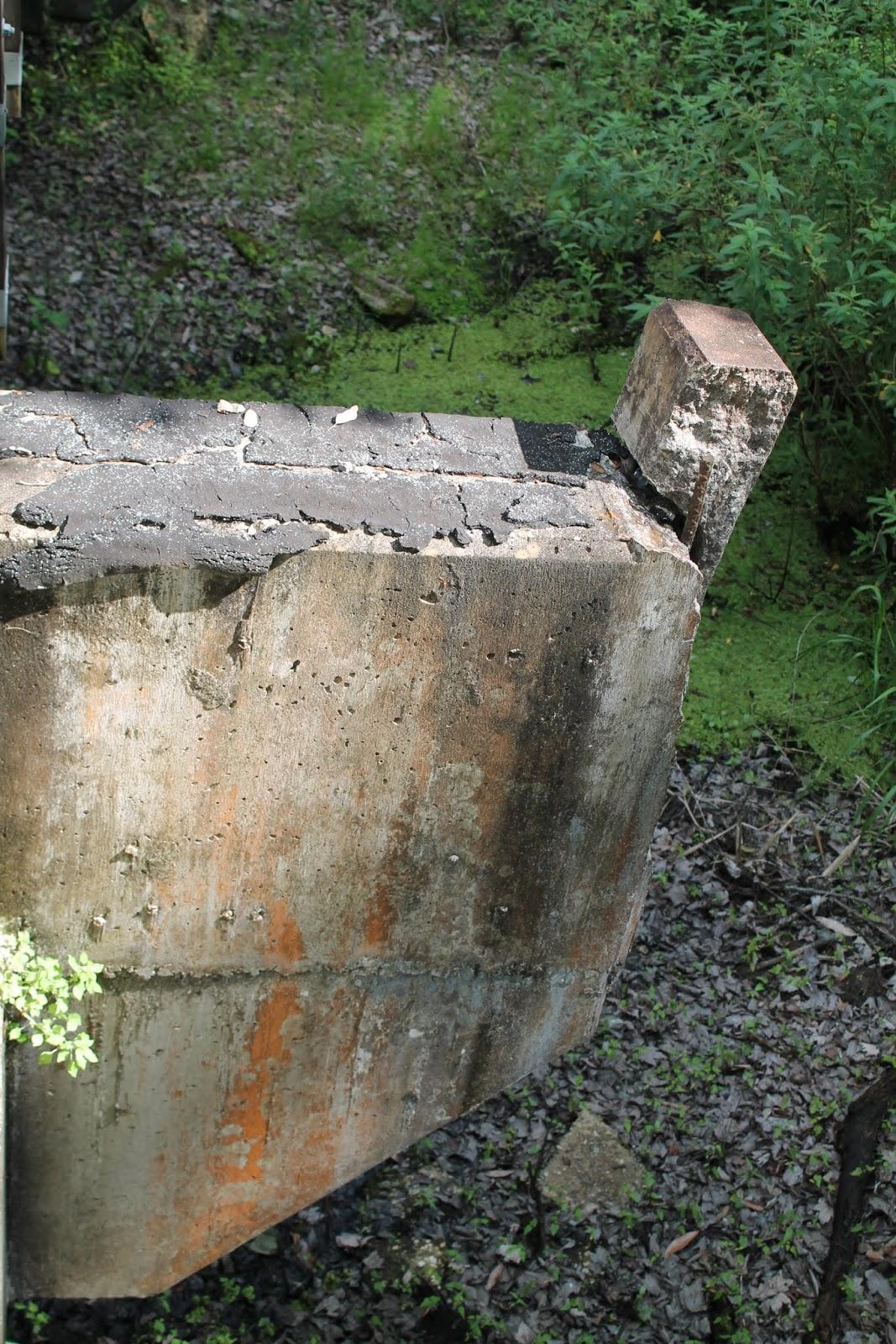Restos de viejos puentes ferroviarios