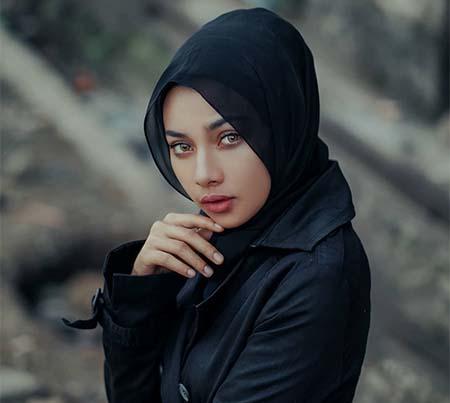 Delisa Herlina Pakai Jilbab