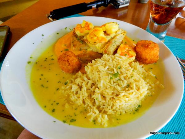Peixe servido no Cacimba Bistrô, restaurante de Fernando de Noronha