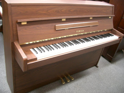 upright piano Yamaha MC101