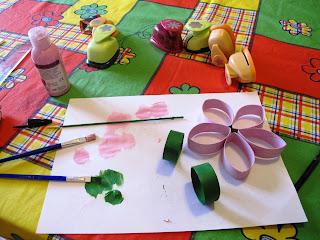 Lavoretto per bambini: Fiore di carta per la mamma