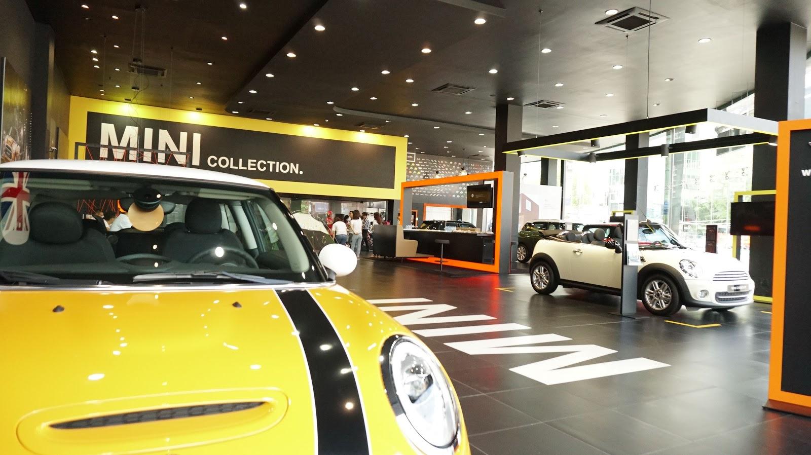 Không gian trưng bày của showroom rộng rãi, ấm cúng, sang trọng