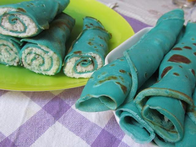 Kék palacsinta kókuszos töltelékkel