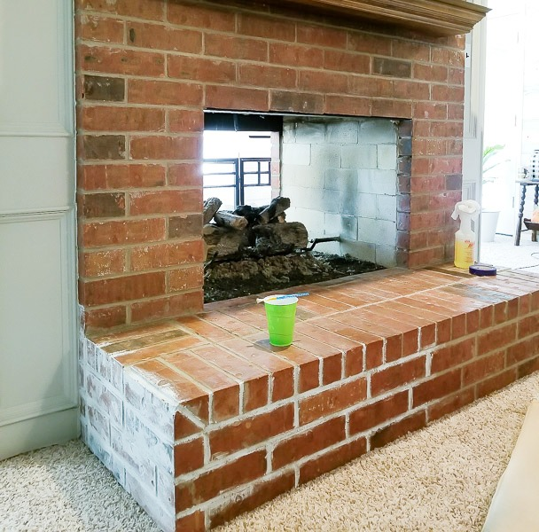 Painting fireplace with white chalk paint | diybeautify.com