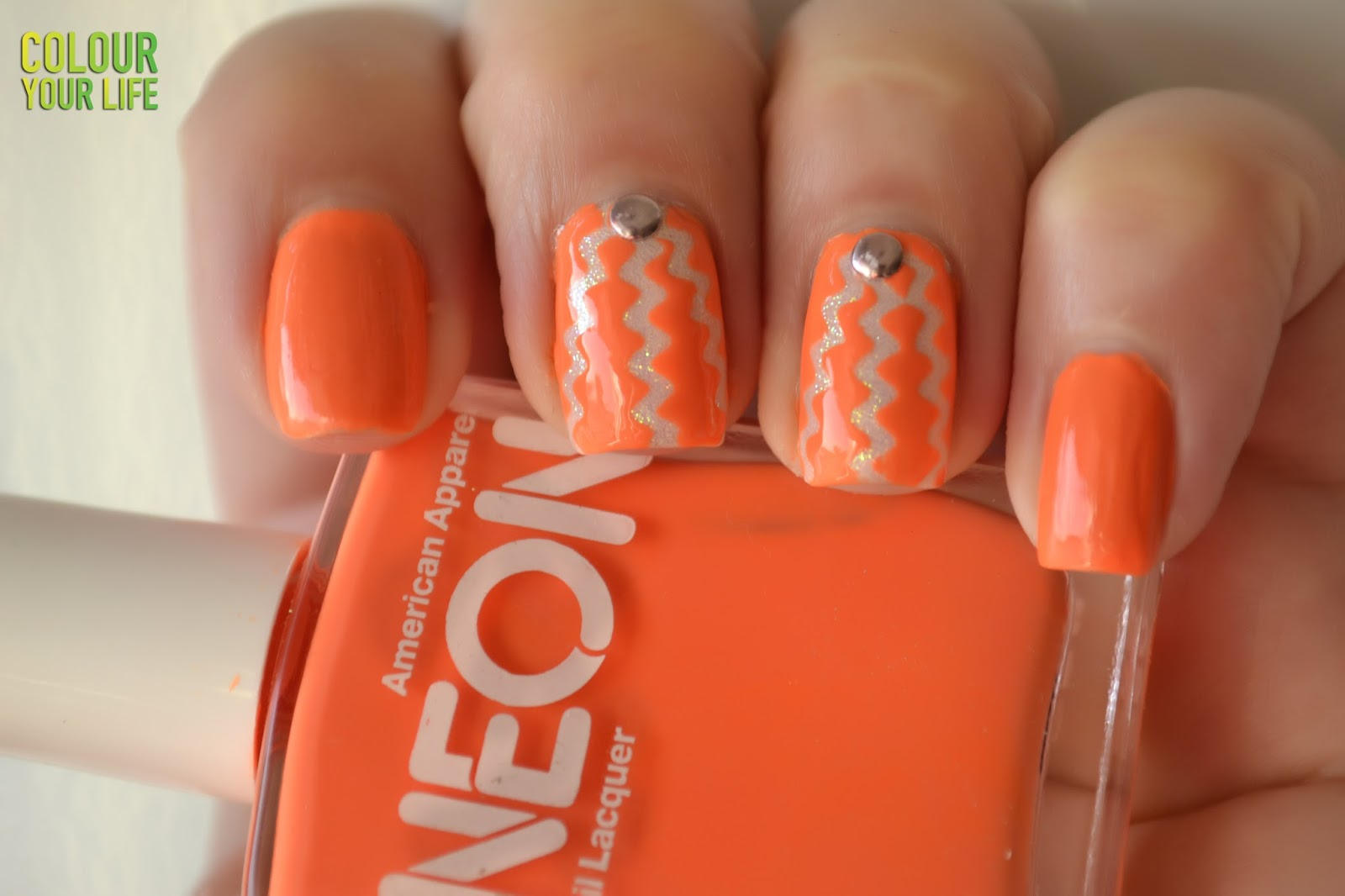 Colour your life: Bold neon nails