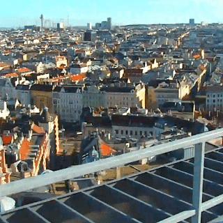 Blick über Wien zum Naschmarkt und Wienerberg