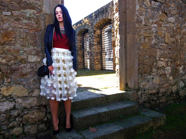 fashion, moda, look, outfit, blog, blogger, walking, penny, lane, streetstyle, style, estilo, trendy, rock, boho, chic, cool, casual, ropa, cloth, garment, inspiration, fashionblogger, art, photo, photograph, Avilés, oviedo, gijón, tulle, tul, stripes, rayas, skirt, zara, bolso, bag, stilettos, shoes