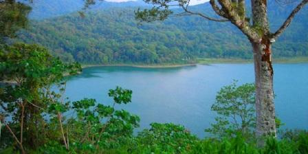 Permalink ke Pesona Wisata Alam di 4 Danau Paling Indah di Bali