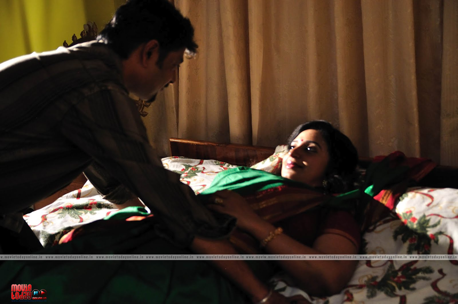 aunty in saree on bed