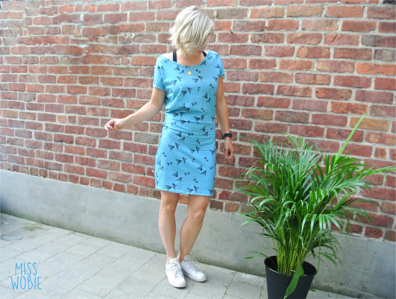 913ea2dd634159 ... plezierig blauw stofje met  vliegertjes  op die ik vorig jaar bij  Kiwifabrics vond. Hup