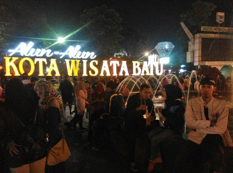 Wisata Malam Alun Alun Kota Batu - Malang