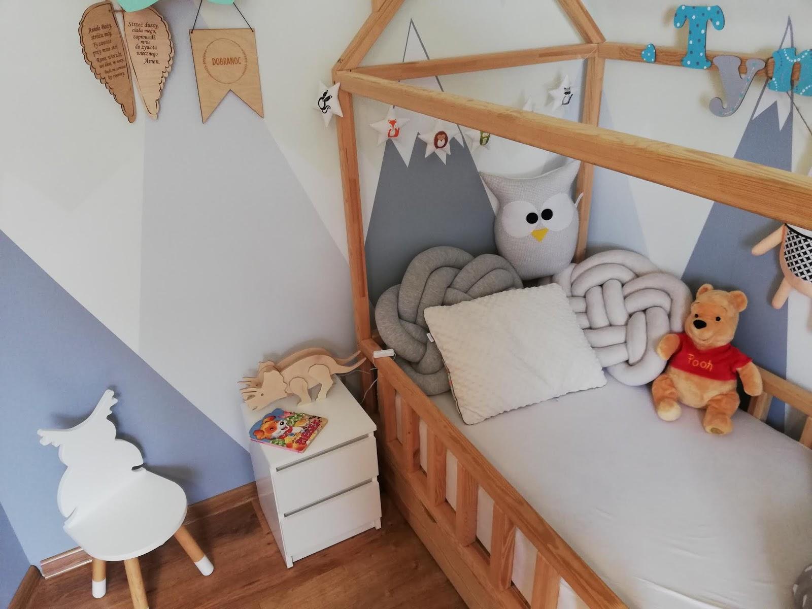 Szafka nocna w dziecięcym pokoju